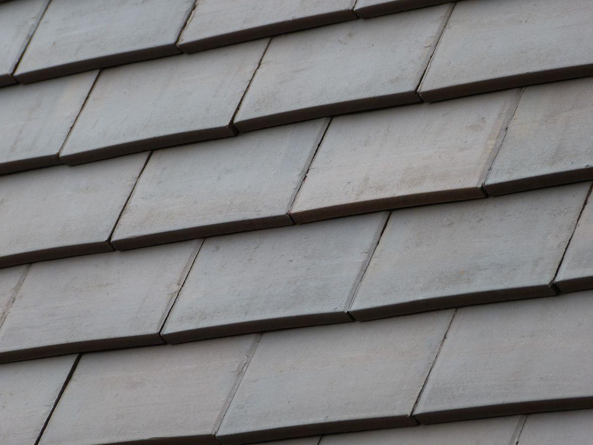 Tuiles plates et accessoires de toiture - Tuilerie THIBAULT